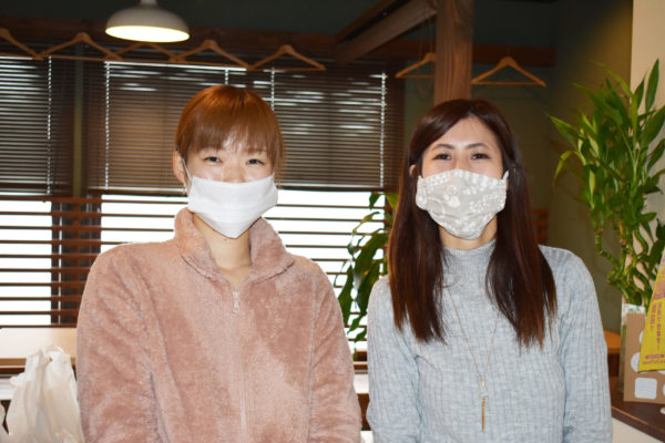 メンバーの鷲尾美香さん(写真左)と代表の佐藤千恵美さん(写真右)